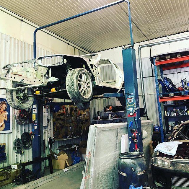 Simon Supra är klar för Lack.Denna bil sparas det inget på! Helblästrat och varje bult blir ny!